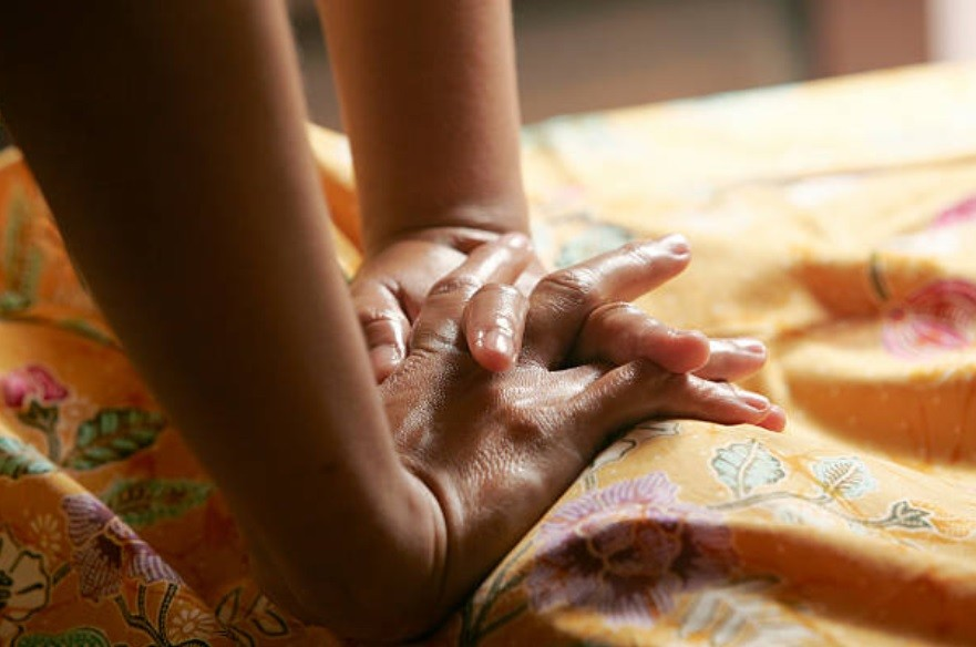 thai tantra massage malmö thaimassage handen